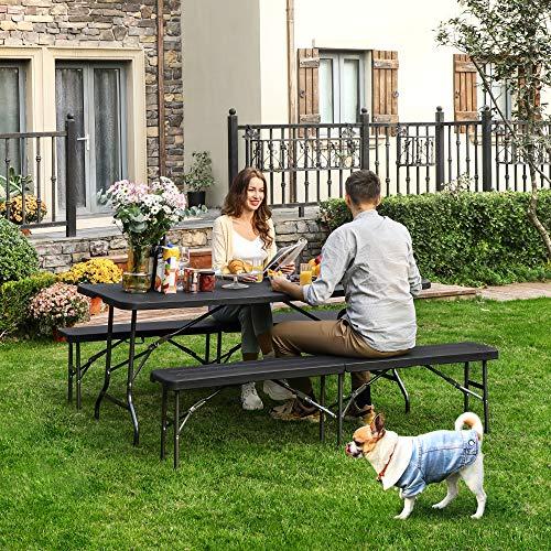 SONGMICS Set di Mobili Pieghevoli da Giardino, Tavolo da Giardino con Superficie in Plastica di Venatura del Legno, 2… Casa e giardino