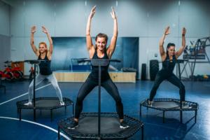 5 sorprendenti benefici per la salute con l'uso dei trampolini da fitness