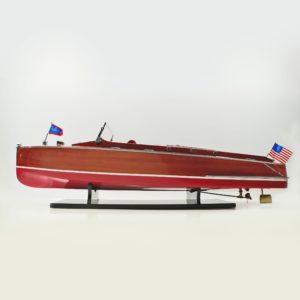 Handgefertigtes Schiffsmodell aus Holz der Chris Craft Runaboat