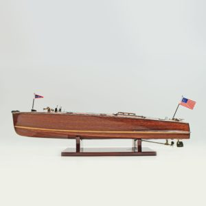 Handgefertigtes Schiffsmodell aus Holz der Chris Craft Triple Cockpit