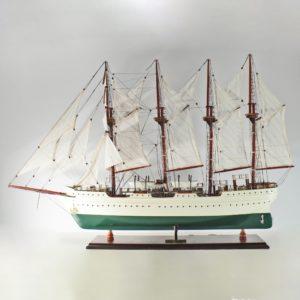Handgefertigtes Schiffsmodell aus Holz der El Canoe