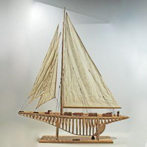 Handgefertigtes Schiffsmodell aus Holz der Shamrock 1930