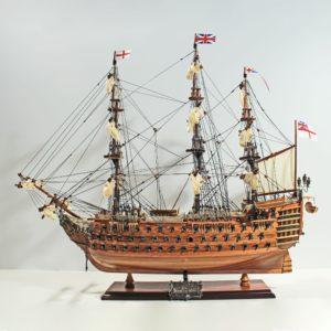 Handgefertigtes Schiffsmodell aus Holz der HMS Victory