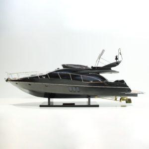 Handgefertigtes Schiffsmodell aus Holz der Manhattan 64 Sunseeker