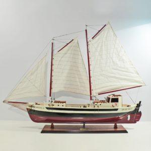Handgefertigtes Segelschiffmodell der La Gaspes Enne