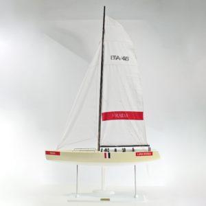 Handgefertigtes Segelschiffmodell der Luna Rossa