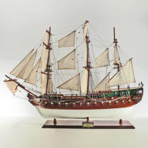Handgefertigtes Schiffsmodell aus Holz der Norske Love