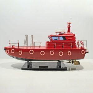 Handgefertigtes Schiffsmodell aus Holz der Pilot