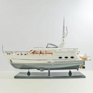 Handgefertigtes Schiffsmodell aus Holz der SS Vivante 55