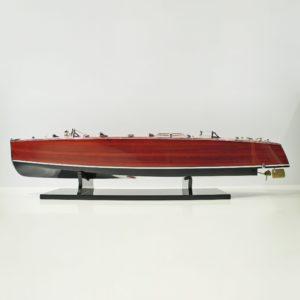 Handgefertigtes Schiffsmodell aus Holz der Thyphoon