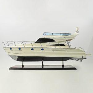 Handgefertigtes Schiffsmodell aus Holz der Viking Sport Cruisers