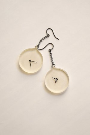 Watch Universal time earring