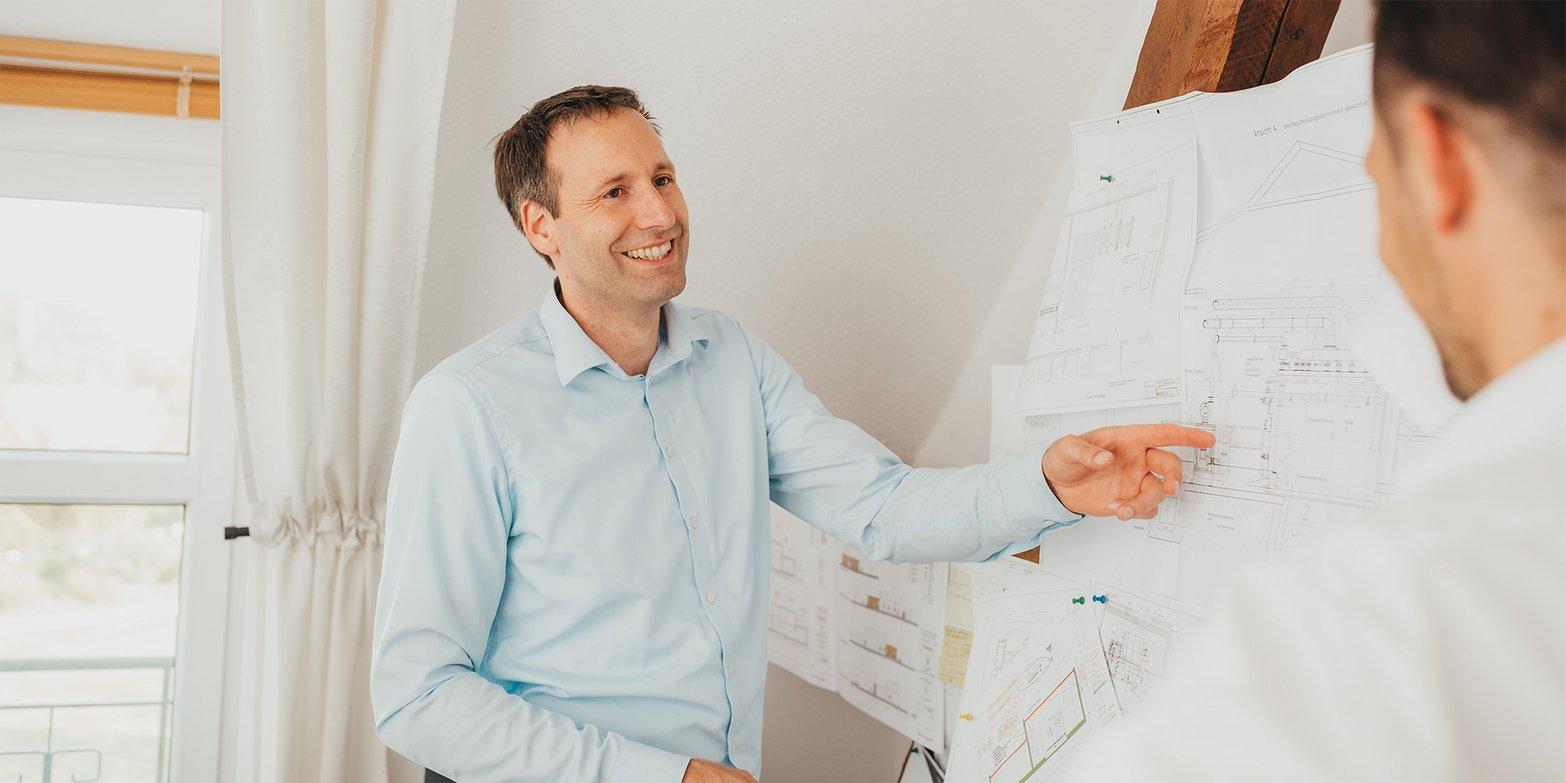Oliver Rölker (Geschäftsführer) Arndt Nietfeld (Geschäftsführender Gesellschafter) Karriere in der Verwaltung / Betrieb bei der ROSENGARTEN-Tierbestattung