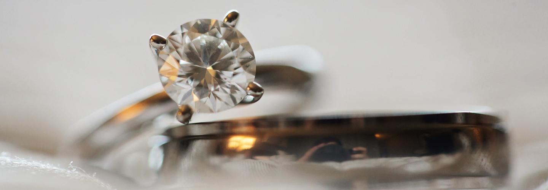 Diamanten und Edelsteine aus der Asche einer Feuerbestattung von Tieren