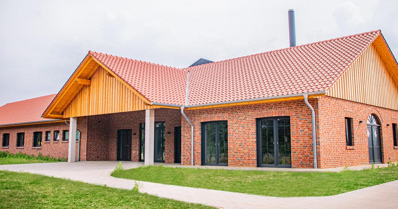 Pferdekrematorium, Landleben, Haus, Klinkersteine, Holz