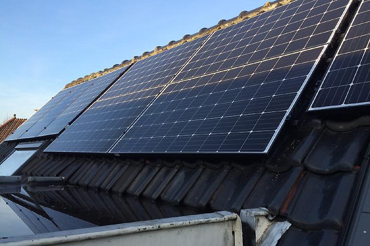 Voorburg - 11 zonnepanelen Trina Solar