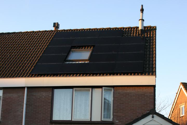 Leidschendam - 17 zonnepanelen Solar Frontier