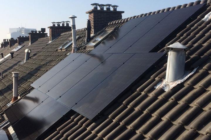 Voorburg - 10 zonnepanelen LG Solar