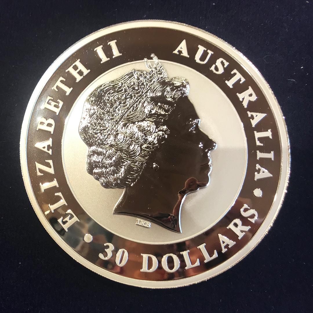 Ein Kilogramm schwer: Diese 30-Australische-Dollar-Münze wiegt 1000 Gramm und ist 500 Euro wert.