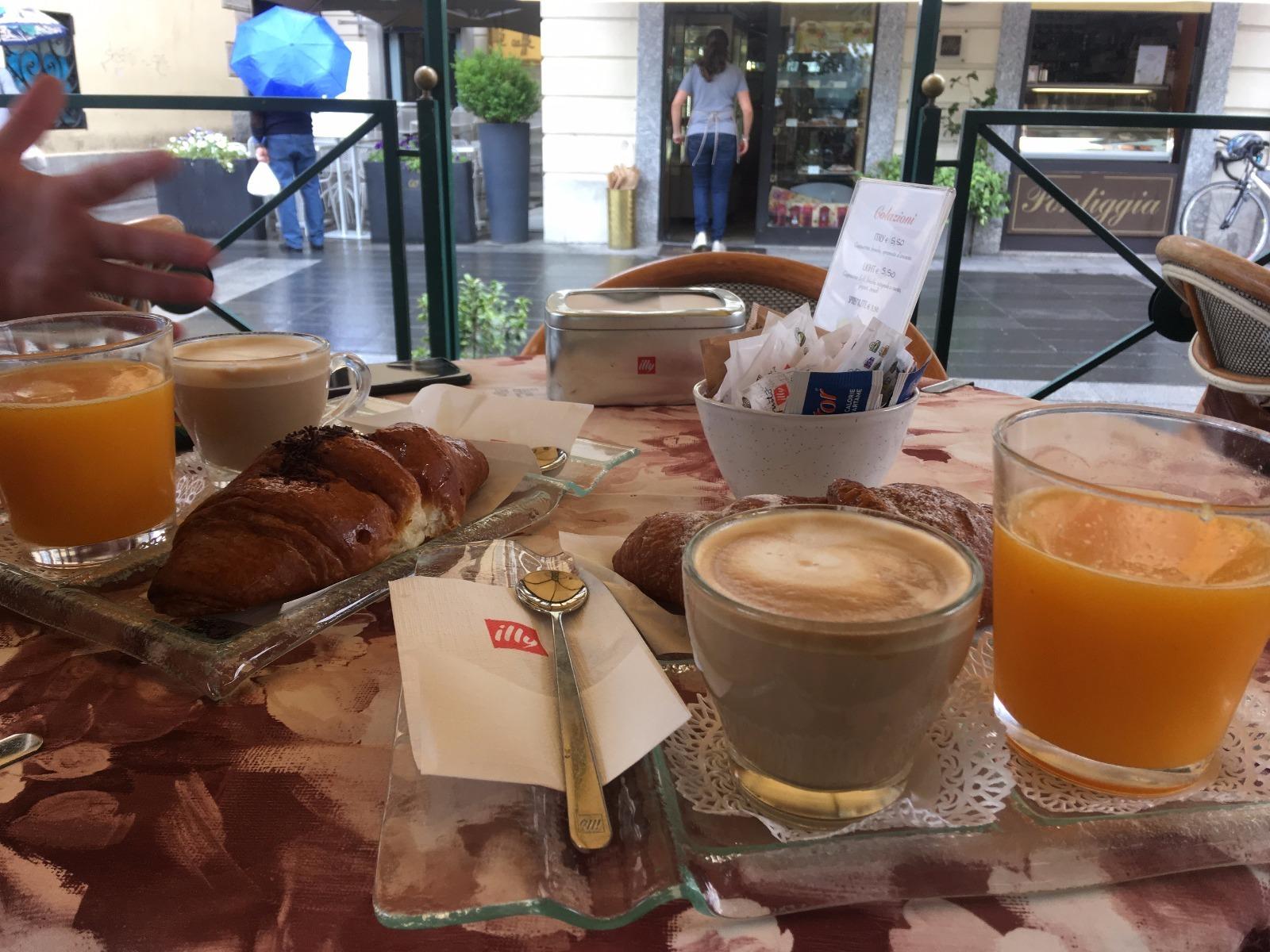 Kraft tanken: Italienisches Frühstück im Café
