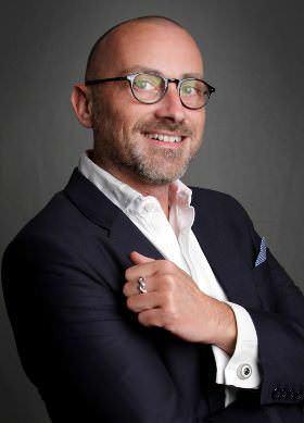 Jochen Mai (49) aus Kerpen bei Kölln ist diplomierter Volkswirt und Social Media Experte. Er ist Gründer des Job- und Bewerbungsportals Karrierebibel.de.
