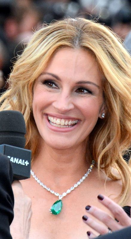 Selbst ist die Frau: Die US-amerikanische Schauspielerin hat ihr weltbekanntes Lächeln für 30 Millionen US-Dollar, sprich umgerechnet gut 25 Millionen Euro, versichern lassen. Sie dürfen mitlächeln, wenn Sie das bescheuert finden – aber Vorsicht, falls es gefriert, zahlt Ihnen keiner was.