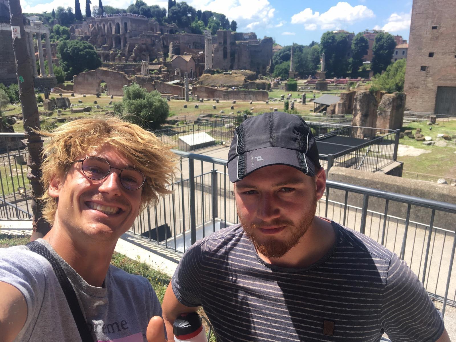 Obligatorischer Touristopp: Hannes und Philipp im Forum Romanum.