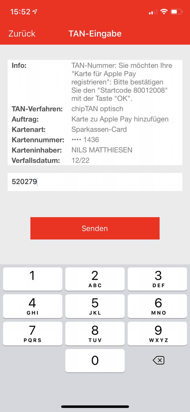 """3 Bestätige den Vorgang durch die Eingabe einer TAN-Nummer. Tippe dann auf """"Senden"""" sowie auf """"Zu Apple Wallet hinzufügen"""". Anschließend tippst du auf """"Weiter"""" und """"Akzeptieren""""."""
