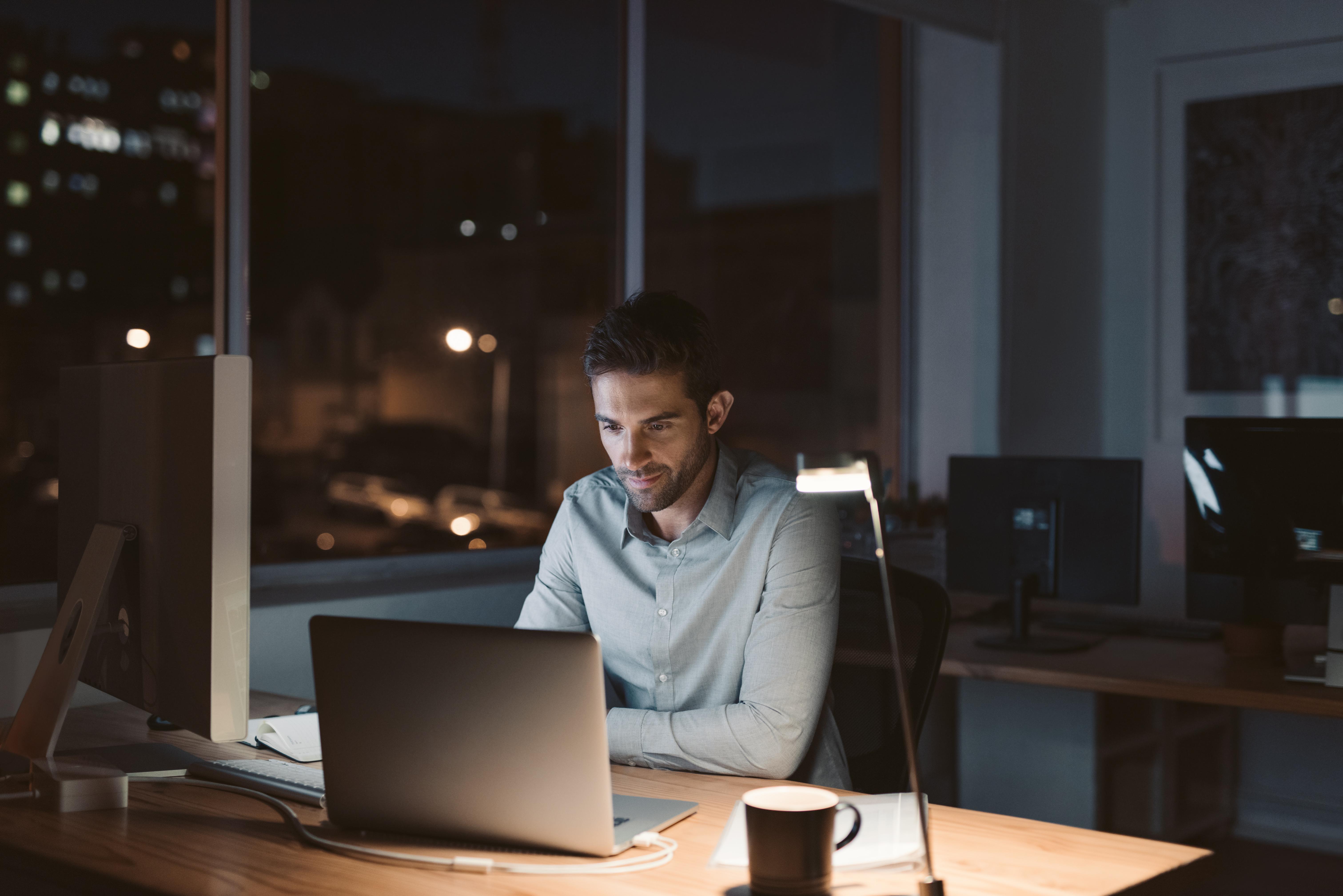 Die Deutschen machen im Durchschnitt drei Überstunden pro Arbeitswoche.