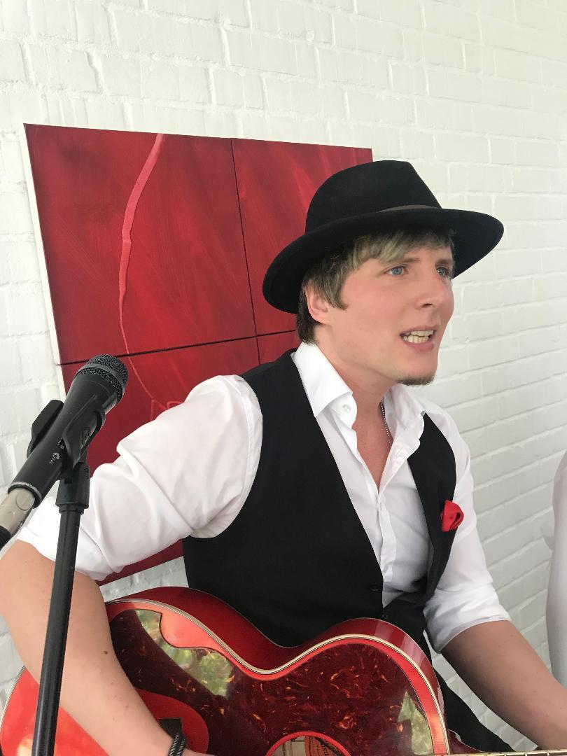 Der Sänger Joscha Wittschell in seinem Element.