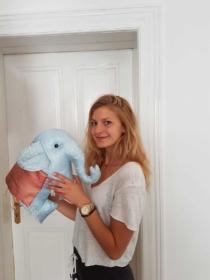 Antonia Trautmann mit Ihrem Thailändischen Elefanten