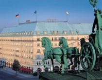 Hotel Adlon Kempinski Outside