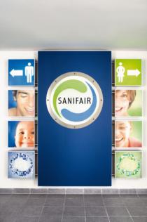 Sanifair Logo Eingangsbereich Sanitaeranlagen