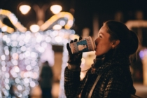 Weihnachten Weihnachtsmarkt Christmas Warm Light Drink Girl Woman