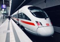 ICE der Deutschen Bahn im Berliner Hauptbahnhof