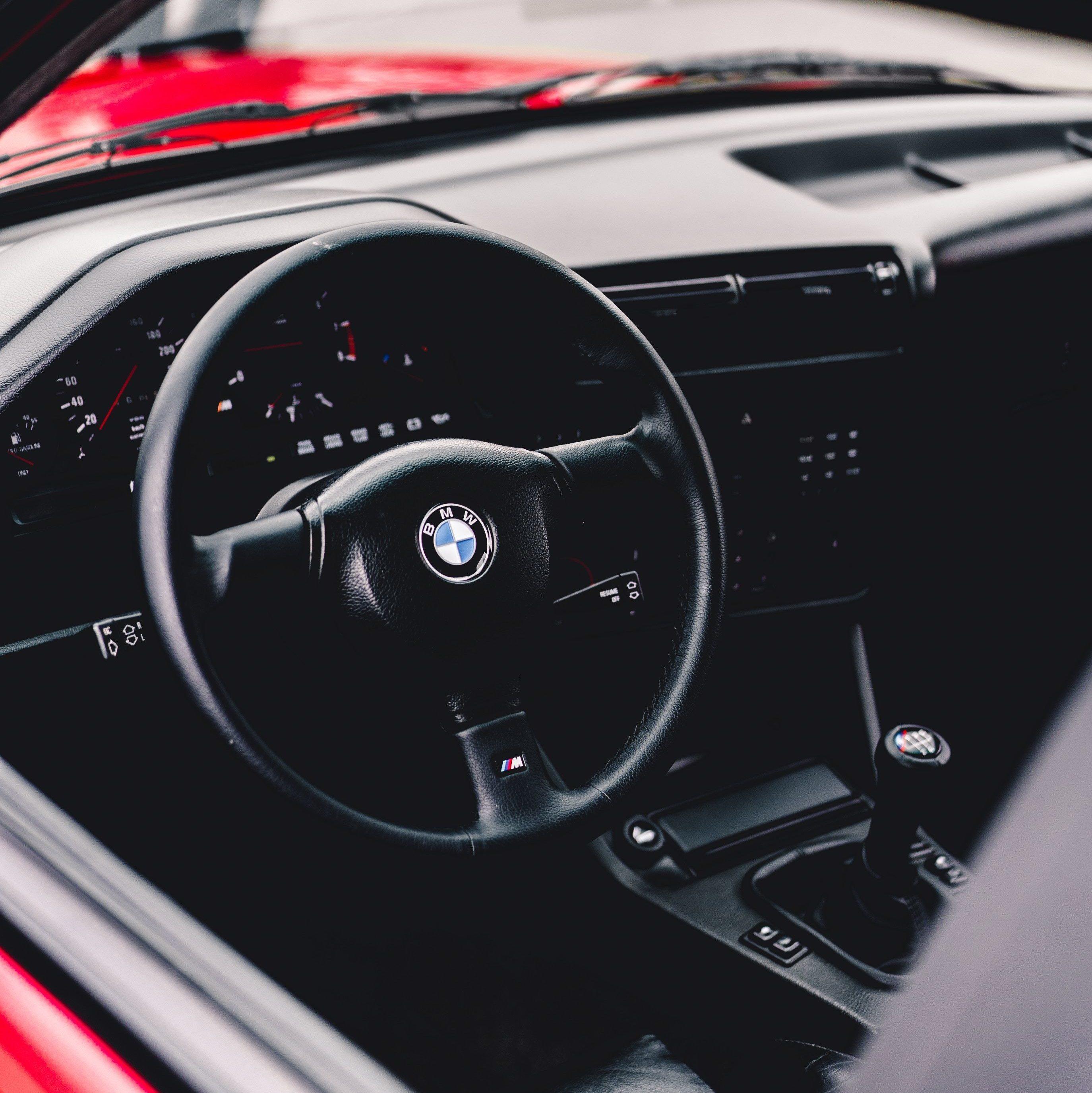 Der bayerische Autobauer BMW muss mehr als 86.500 Autos zurückrufen. Grund hierfür seien fehlerhafte Airbags, die vorwiegend in 5er-Modellen der Baujahre 2002 - 2004 betreffen.