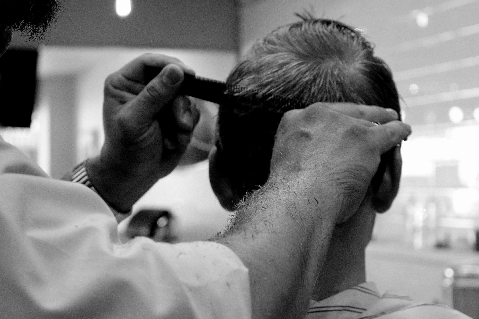 Es darf wieder geschnitten, geföhnt und gefärbt werden: Friseure haben ab heute wieder deutschlandweit geöffnet – und rechnen mit einem Ansturm