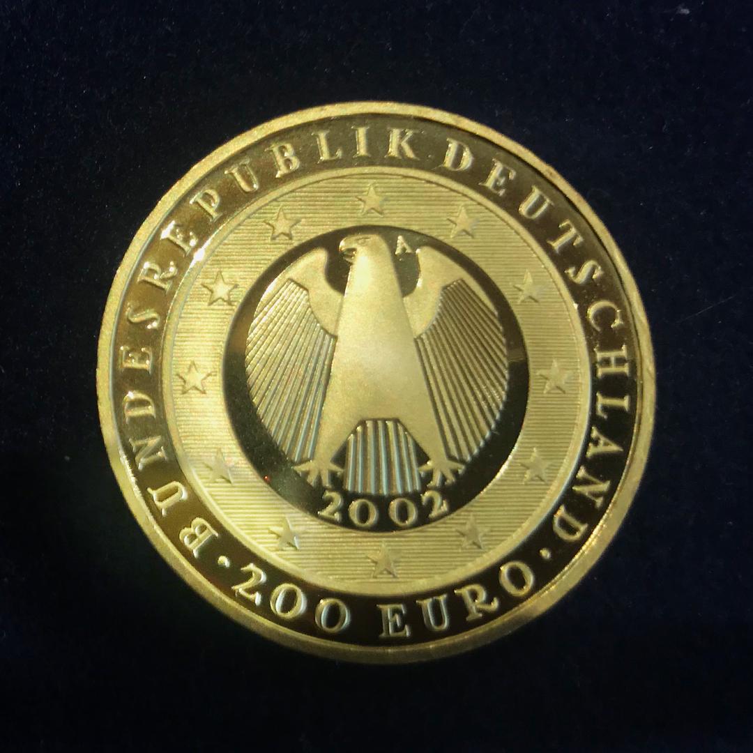 Nicht gerade Kleingeld: Diese 200-Euro-Münze von 2002 ist 2000 Euro wert.