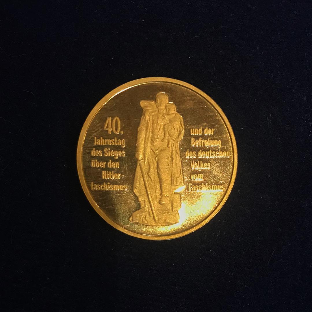 Sozialistisches Gold: Die DDR gab nur 26 Stück dieser Münze zum 40. Jahrestag der Befreiung vom Faschismus heraus, was Sie zu einer echten Wertanlage macht. 7500 Euro lassen sich Sammler das Stück kosten.