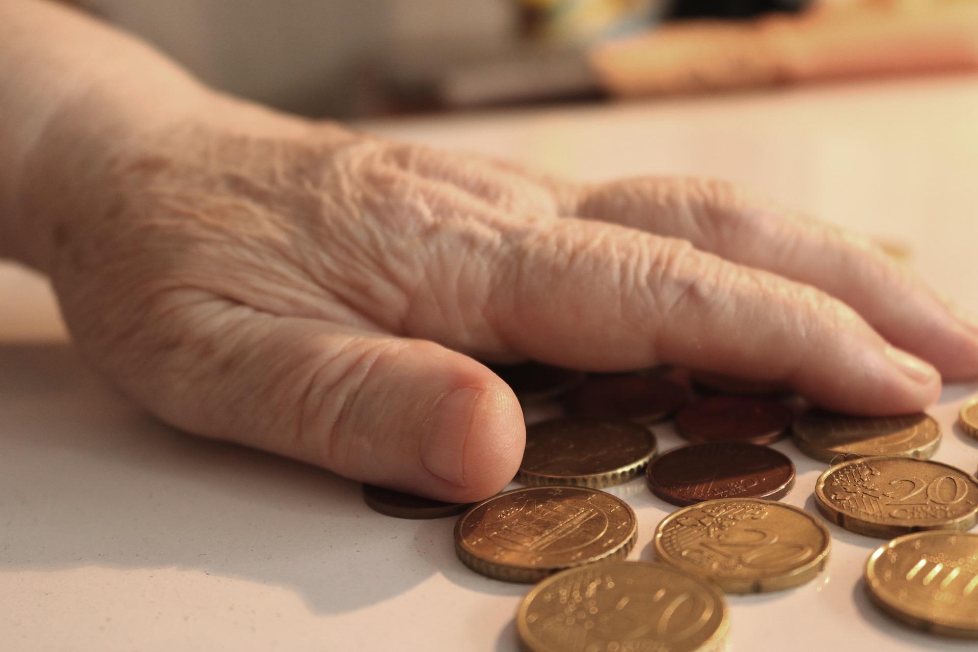 Ab dem 1. Juli 2020 steigen die Renten in Deutschland deutlich an. Laut Bundesarbeitsministerium steigen die Beiträge im Westen um 3,45 Prozente, im Osten um 4,2 Prozent.