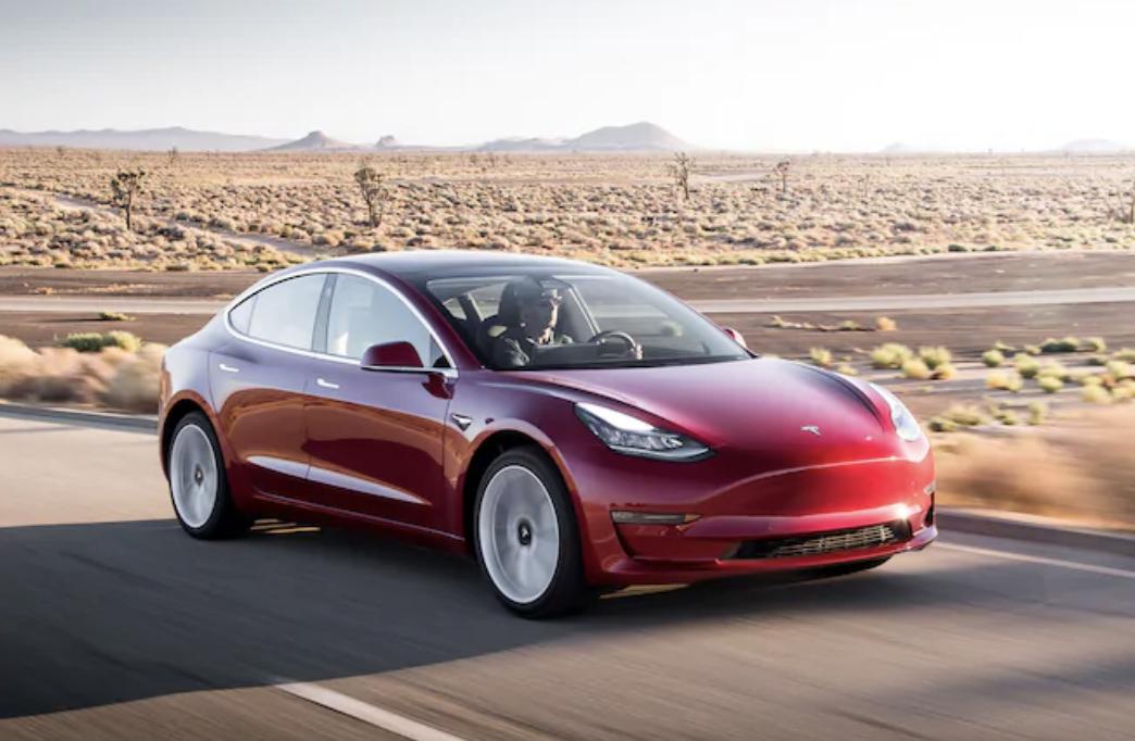 Eindrucksvoller Turn-Around: Tesla machte in Q2 2019 noch 408 Millionen Euro Verlust. In diesem Jahr macht Tesla in Q2 408 Millionen Euro Gewinn.T