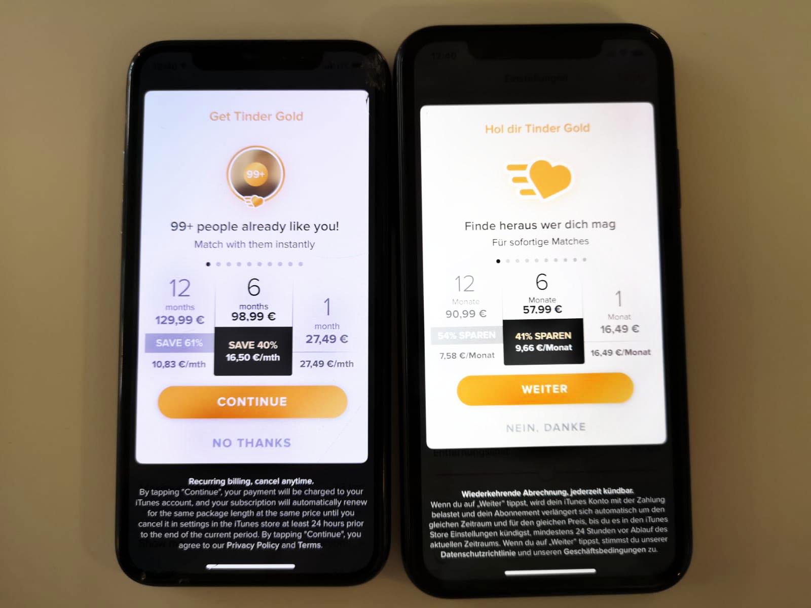 Auf dem linken Handy wird Tinder Gold für 98,99 Euro angeboten, auf dem rechten für 57,99 Euro.